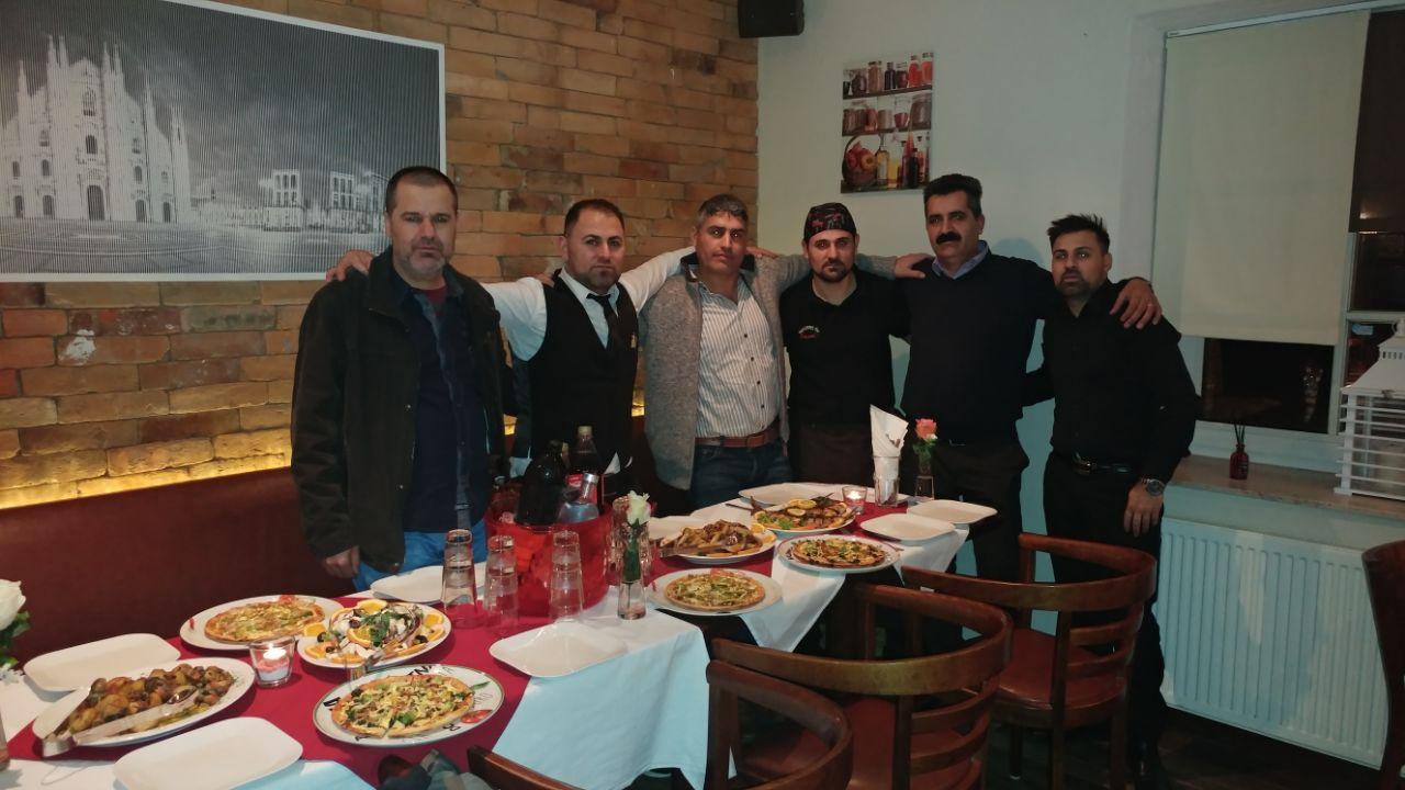Mitarbeiter und Kunden des Milano