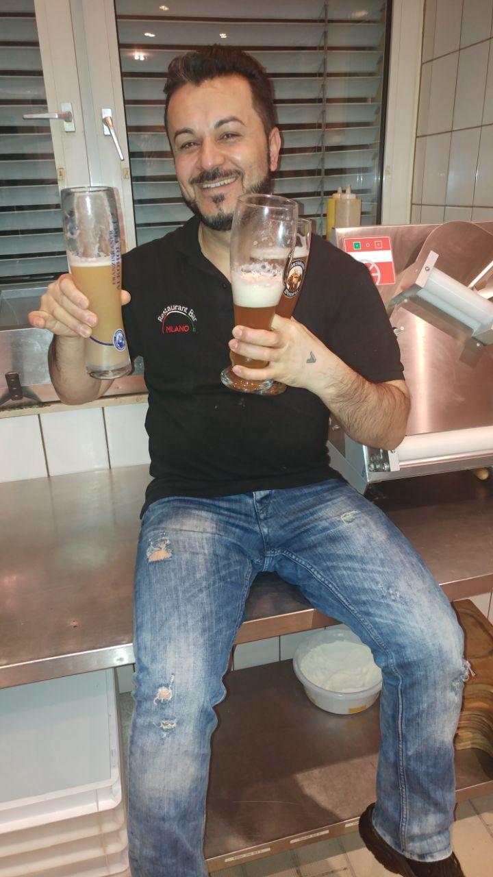 Samir mit Bier